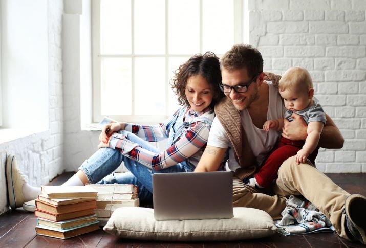YSG Solar, Young family looking at laptop screen, NY